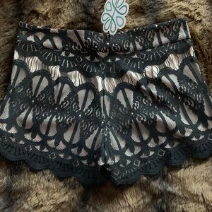 Shop hopes lace shorts